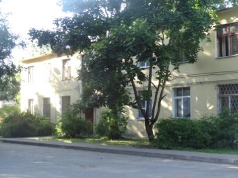 Комната 14 кв.м. в цетре г.Гатчина, в малонаселенной квартире - Фото 1