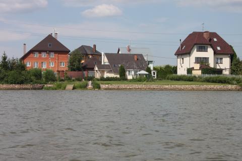 Участок в респектабельной деревне, 2 линия от берега озера 36 га - Фото 1