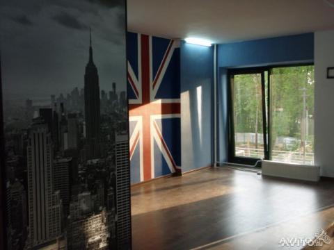 Общая площадь 50 м2. Стены оштукатурены, оклеены стеклообоями - Фото 1