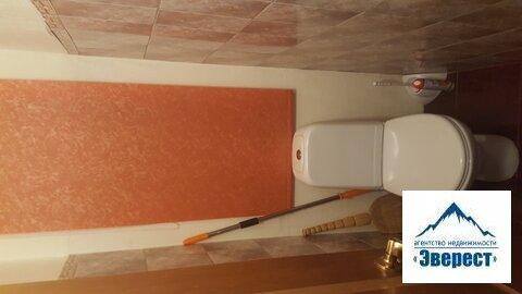 Продаётся трёхкомнатная квартира с хорошим ремонтом, очень тёплая, уютная по адресу : город Москва, улица Смирновская , дом 6. Квартира расположена на 4-ом этаже 5-ти этажного кирпичного дома пост Сталинской постройки. Квартира с хорошим ремонтом, общая площадь 77 кв. м, есть балкон-выход из зала, комнаты изолированные 21. 5/18/10 кухня 8. 5 кв. м. большая гардеробная, высота потолков 3, 10,