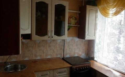 Сдам 2 комнатную на Менделеева 32 с кухонным гарнитуром, комнаты пусты
