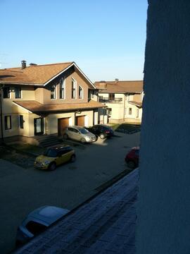 Продается двухэтажный таунхаус с гаражом в коттеджном п.Лесной городок - Фото 1