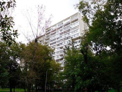 Трехкомнатная квартира 65 кв. м, в Москве возле метро Рижская - Фото 1