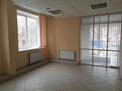 Сдаётся офисное пом. в БЦ. 1й этаж, рядом с ц. выходом. 35кв.м. - Фото 1