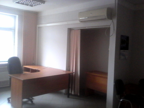 Помещение на первом этаже офисного здания, 450р/кв.м. Район Малыша - Фото 3