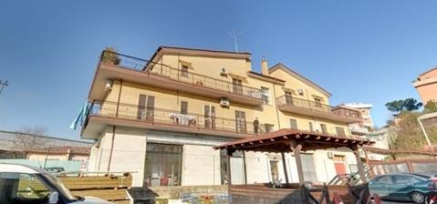 Продается жилой дом с торговыми помещениями в Риме, Италия - Фото 3