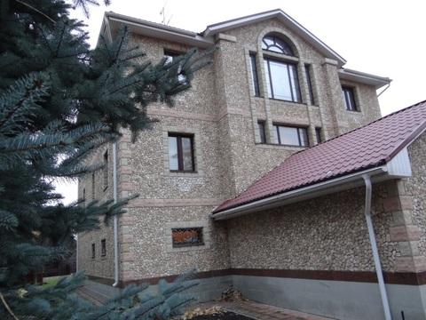Дом с земельным участком, бассейном и баней в г. Химки - Фото 1