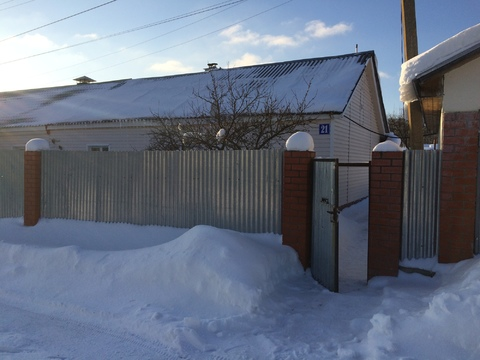 Продается кирпичный дом 70 кв. м, на участке 8 соток, в пгт Шарапово - Фото 1