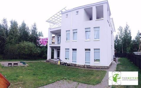 Продажа таунхауса в пос. Ковалево, общ. пл.200кв.м, 3 этажа - Фото 1