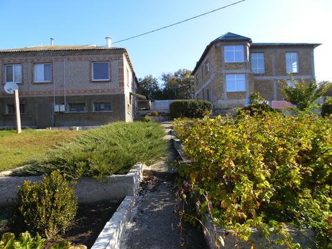 Два дома общ.пл.280 м.кв.и общ.пл.200 м.кв в с Перевальное учас. 50 со - Фото 1