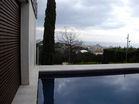 Элитная вилла с бассейном и видом на море на побережье под Барселоной - Фото 1