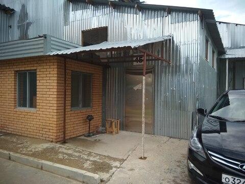 Помещение 50.м.кв. Имеет ворота. Цена первые три месяца 200 руб/м.кв - Фото 1
