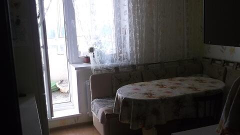 Продаётся двухкомнатная квартира по адресу:г. Щёлково мкр Аничково, дом 7. Общая площадь 60кв. м комнаты изолированные 16. 5 и 14кв. м кухня 11кв.м.Квартира расположена на 5-ом этаже 12-ти этажного ионолитно-кирпичного дома.в квартире хороший ремонт, остаётся дорогой кухонный гарнитур из натурального дерева со встроенной техникой, шкаф купэ в прихожей, мебель в зале.1 собственник более 3-х лет.