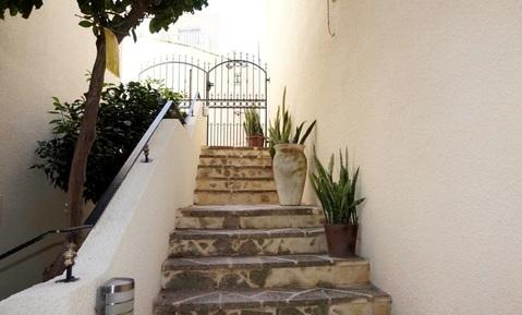 Отдельная трехкомнатная квартира с большим садом в районе Пафоса - Фото 2