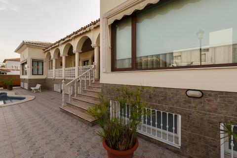Продаю Шикарную Виллу в Торрэ дэль Мар, Малага, Андалусия, Испания. - Фото 3