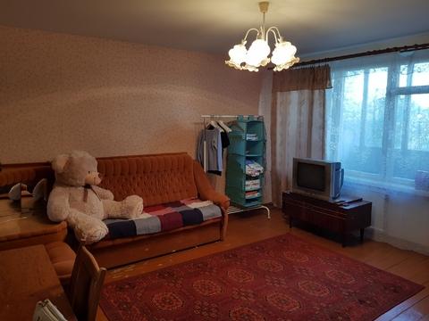 Продам недорогую 3ккв частично с мебелью Октябрьская наб. - Фото 1