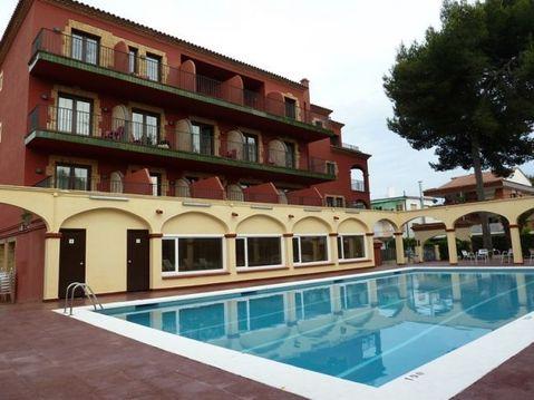 Продается отель в 5 минутах от пляжа.