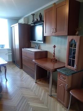 Продажа комнаты в трехкомнатной квартире - Фото 1
