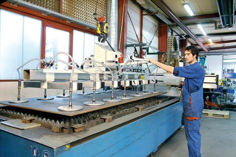 Продаётся компания с готовым бизнесом в Германии., Продажа производственных помещений Гессен, Германия, ID объекта - 900664862 - Фото 1