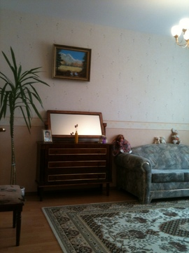 Продажа трехкомнатной квартиры - Фото 1