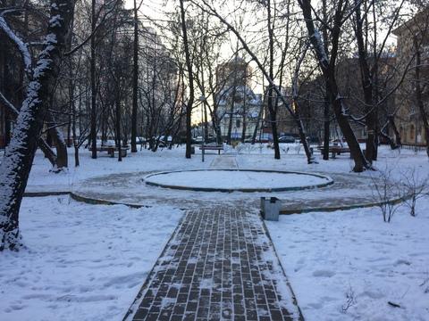 Просторная Двухкомнатная квартира в Сталинском доме с высоким потолком - Фото 2
