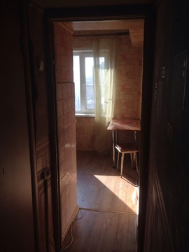 1-к квартира, 31 кв.м. 5/5, жилая 17 кв.м, окна пластиковые - Фото 4