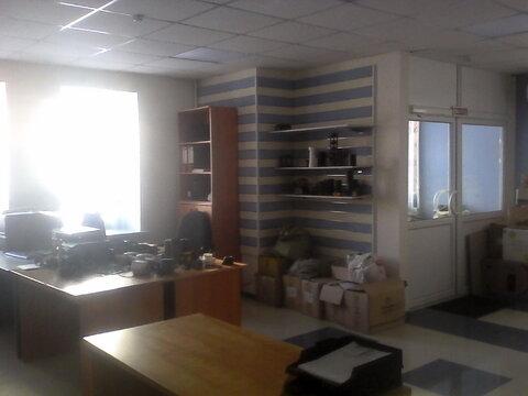 Офисное помещение с тремя входами на первом высоком этаже, 116 кв.м - Фото 1
