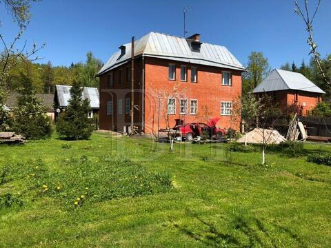 Продается просторный дом в лесу в окружении елей и сосен в камерном . - Фото 3