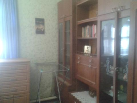 Продажа комнаты в трёхкомнатной квартире - Фото 1