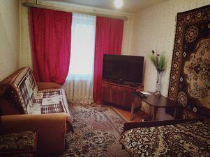 Аренда квартиры посуточно, Великие Луки, Улица Карла Либкнехта - Фото 1