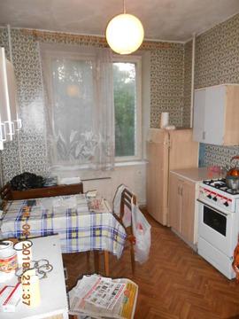 Однушку на Марии Ульяновой в кирпичном сталинском доме - Фото 1