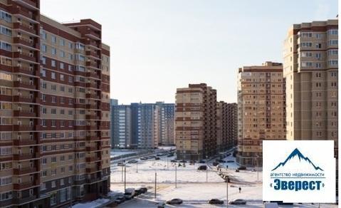 Продаю однокомнатная квартира Московская область Щелковский район п. Свердловский ЖК Лукино-Варино ул. Строителей д. 12. Квартира в собственности менее 3 лет, один взрослый собственник, свободная продажа. 39/16/кухня 11, застекленная лоджия, 5 этаж, дом монолит кирпич. Квартира с частичным ремонтом, железная входная дверь, выровнены стены, залита стяжка, разведена электрика, ванная в кафеле, стоит унитаз и ванна. Дом находится в современном и благоустроенном микрорайоне, во дворе новая школа, детсад с бассейном, поликлиника, сбербанк, почта, сетевые продуктовые магазины, Атак. Доехать до поселка можно с Ярославского вокзала до станции Чкаловская или Осеевская или автобусом от метро Щелковская.