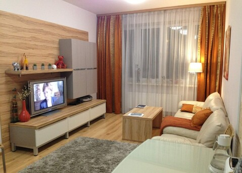 Сдам светлую и уютную комнату с балконом, Комната с хорошим ремонтом - Фото 1