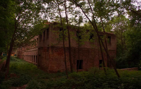 Здание 2000 кв.м. и земля в 2,5 га на берегу реки в 80 км от мкада - Фото 1