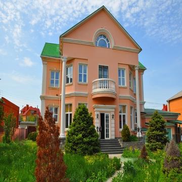 Дом 597 кв. м. г. Волжский, мрн. Южный, по ул. Медведицская - Фото 1