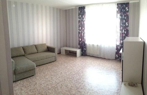 Сдам 2-комнатную квартиру в центре города. Площадь 65/40/14 кв.м, 4/6 . - Фото 1
