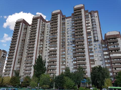 Продается просторная трехкомнатная квартира улучшенной планировки. - Фото 1