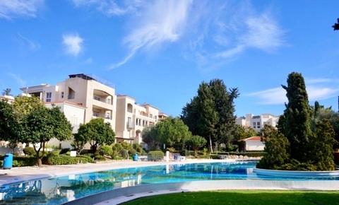 Впечатляющий трехкомнатный апартамент с большой верандой в Пафосе - Фото 1