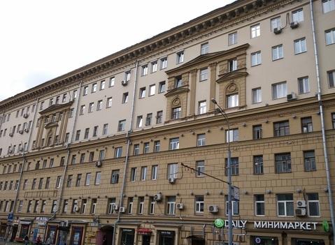 Фасадный сталинский дом рядом с метро Цветной бульвар. - Фото 1