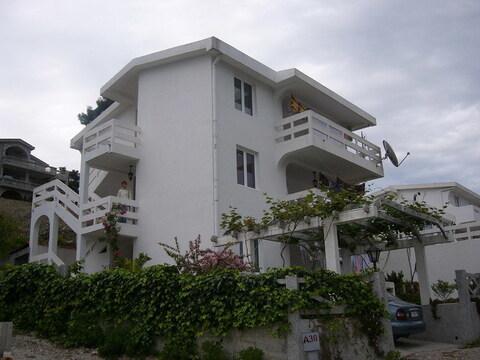 Продается 3-х этажный дом в зеленом пригороде г. Бар (Черногория) - Фото 1