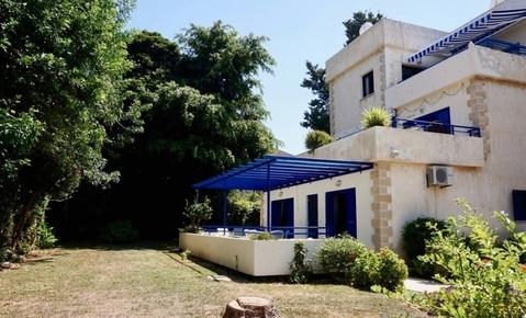 Трехкомнатный апартамент с большой террасой и рядом с морем в Пафосе - Фото 1