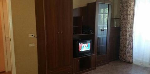 Сдаётся квартира, чистая с мебелью 2000-х годов. Встроенный кухонный . - Фото 2