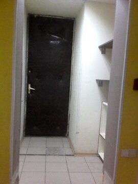 Помещения в цоколе жилого дома, 37 и 38 кв.м. Подходят под торговлю. - Фото 1