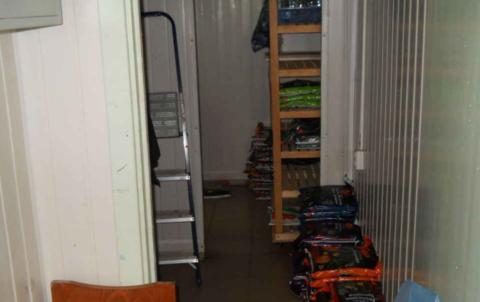 Продается действующий магазин на мини рынке ул. Титова у дома быта. . - Фото 2