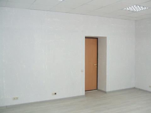 Сдается ! Офисное помещение 22,7 кв.м Первая линия, Парковка, Охрана. - Фото 2
