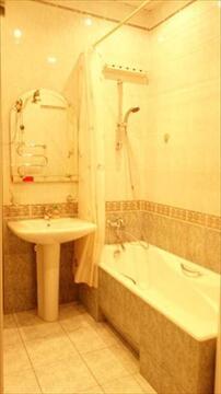 В продажу предлагается трехкомнатная квартира на Новослободской улице. . - Фото 4