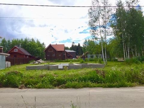 Участок с коммуникациями и фундаментом 10х12 в поселке Солнечный Город - Фото 1