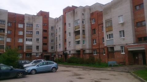 Отличная однушка., Купить квартиру в Сланцах по недорогой цене, ID объекта - 320903270 - Фото 1