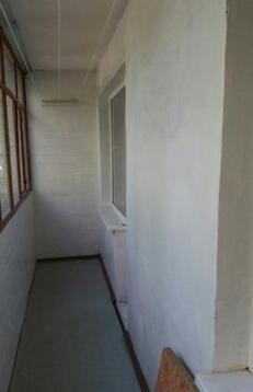 Сдаётся квартира, чистая с мебелью 2000-х годов. Встроенный кухонный . - Фото 3