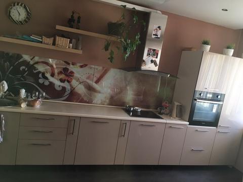 Продается элитная двухкомнатная квартира в Калининском районе. - Фото 1